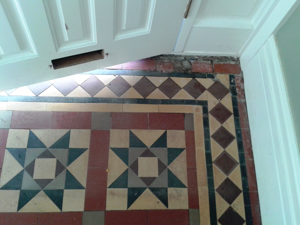 Victorian tiled Hallway before restoration in Telford